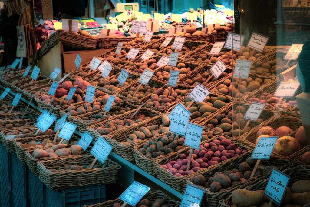 Etale de plusieurs variétés de pommes de terre