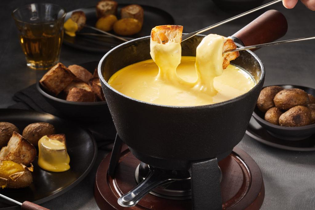 Fromages dans un appareil à fondue